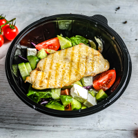 Salata cu pui și avocado logo