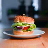 Burger vegan cu soia logo
